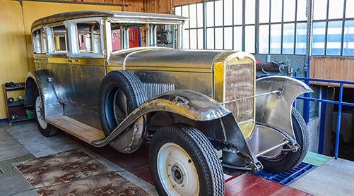 Gillmet pomaga odrestaurować samochód (CWS T-1)